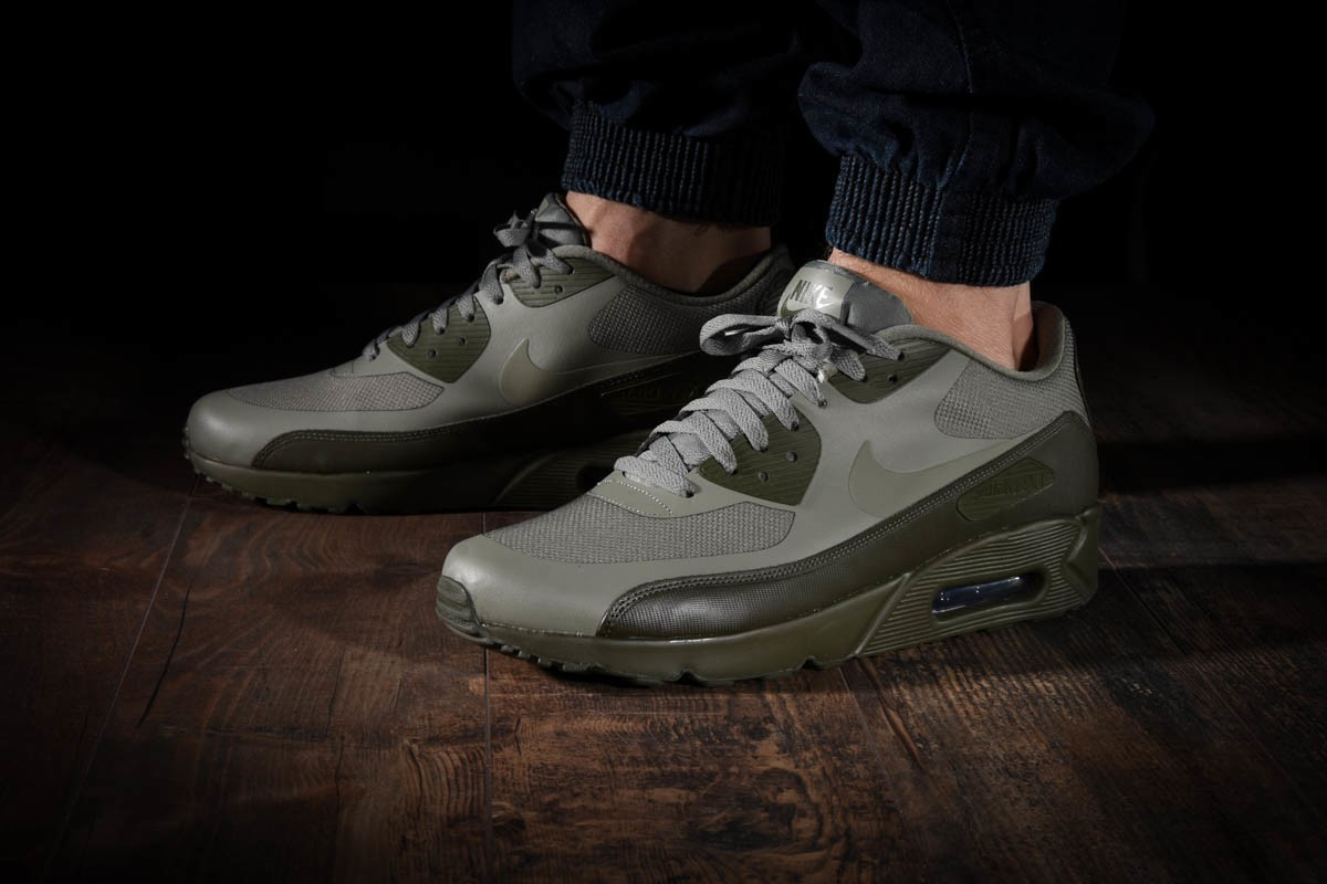 NIKE AIR MAX 90 ULTRA 2.0 ESSENTIAL für €125,00
