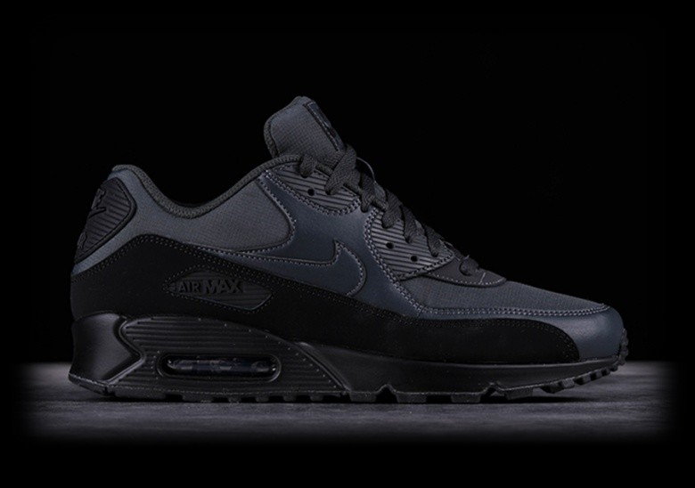NIKE AIR MAX 90 ESSENTIAL BLACK per €135,00 |