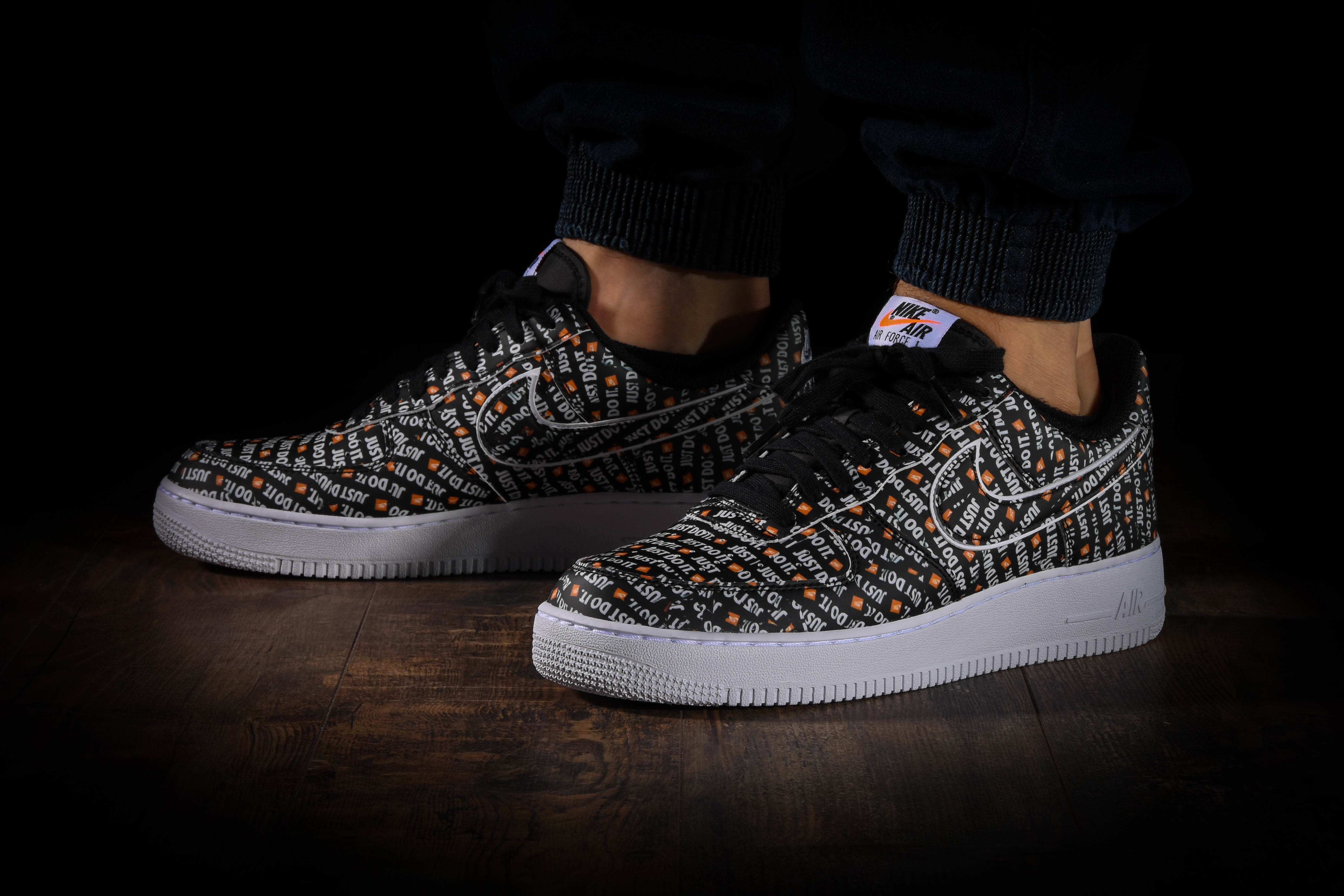 NIKE AIR FORCE 1 '07 LV8 JDI por €110,00 |