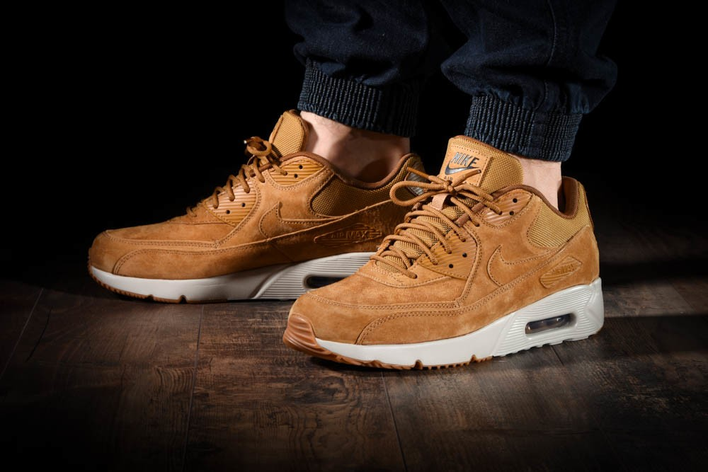 NIKE AIR MAX 90 ULTRA 2.0 LTR for £125